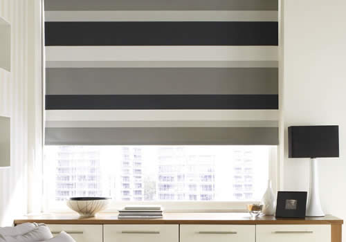 Roller Blinds in mono midnight
