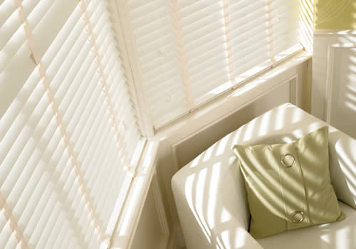 Wood Venetians with tapes - chalk white